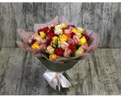 АКЦИЯ! 51 разноцветных роза