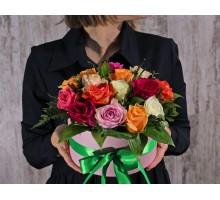 АКЦИЯ! Шляпная коробка из 15 разноцветных роз