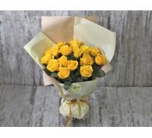 Букет из желтых роз в фирменной упаковке