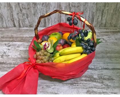 "Корзина с фруктами ""Алый Витамин"""